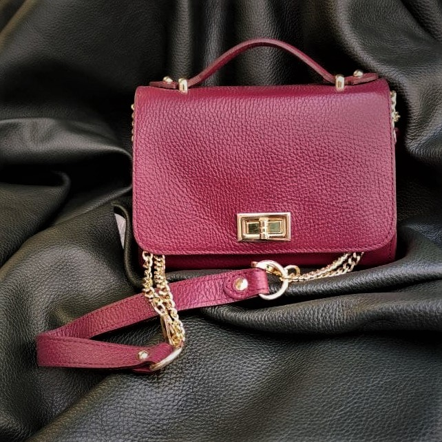 BAG WITH CHAINS